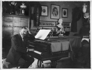 Richard Stöhr at the Piano